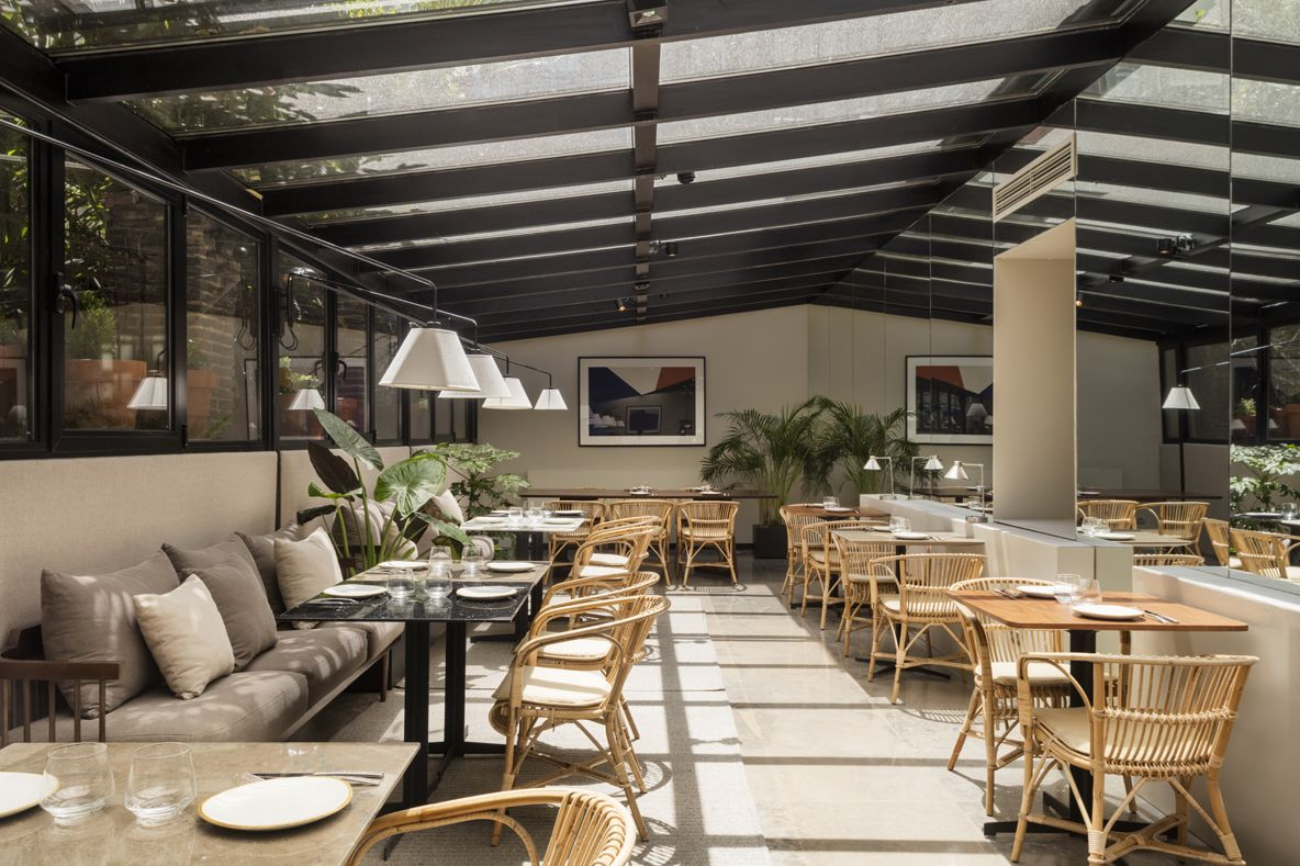 HOTEL ICON EMBASSY BY PETIT PALACE TRENCHS STUDIO 3